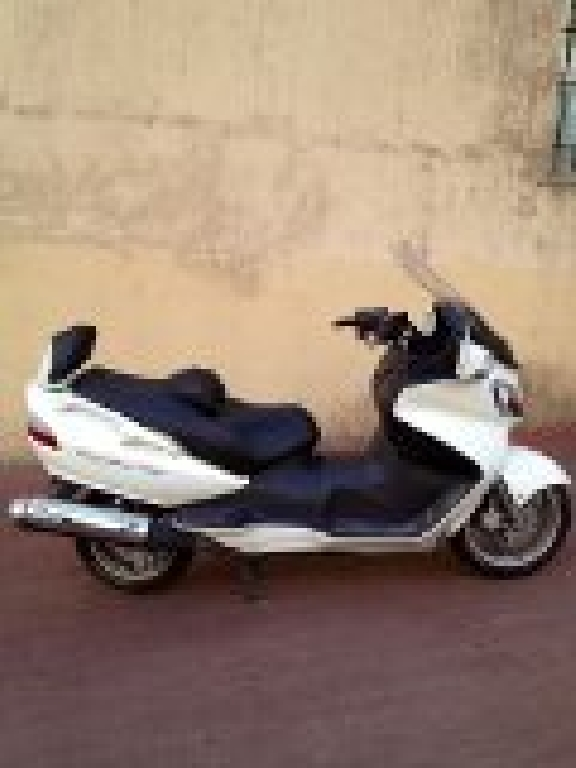 SUZUKI Burgman 650 executive 2012 photo 2