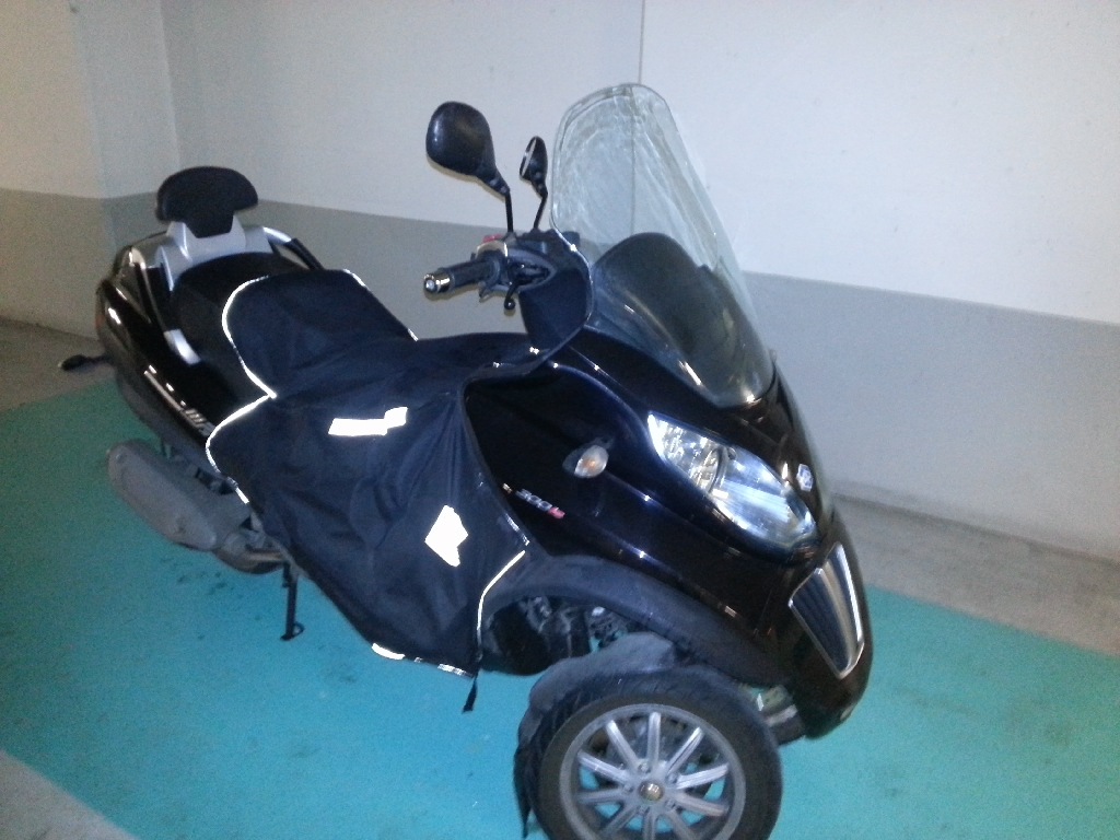 annonce scooter piaggio mp3 300 lt occasion de 2010 92 hauts de seine issy les moulineaux. Black Bedroom Furniture Sets. Home Design Ideas