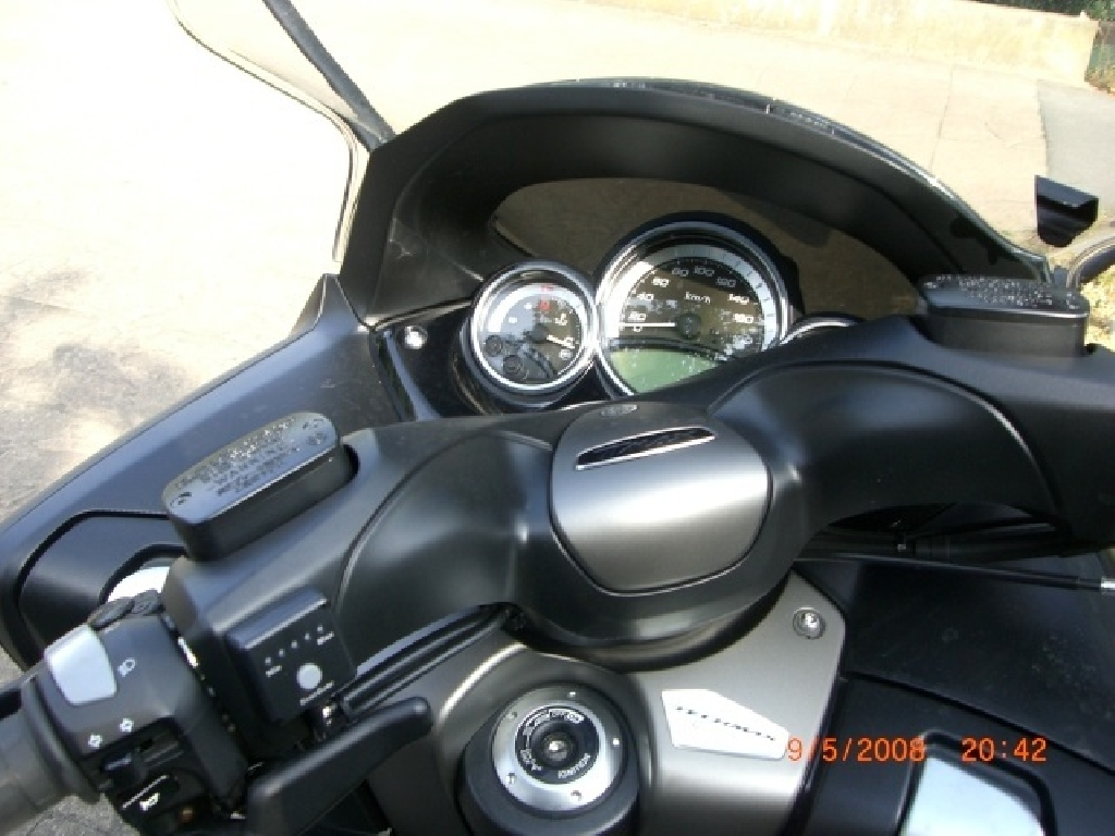 YAMAHA T-Max  2012 photo 2