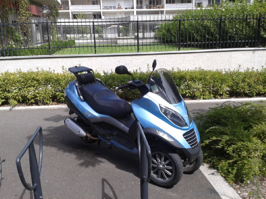 annonce scooter piaggio mp3 125 occasion de 2007 38 is re grenoble. Black Bedroom Furniture Sets. Home Design Ideas